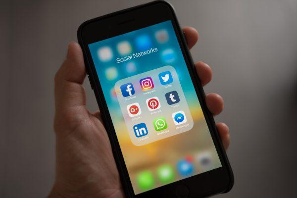 Mạng xã hội đóng vai trò lớn trong cuộc chiến Thương mại điện tử 2020